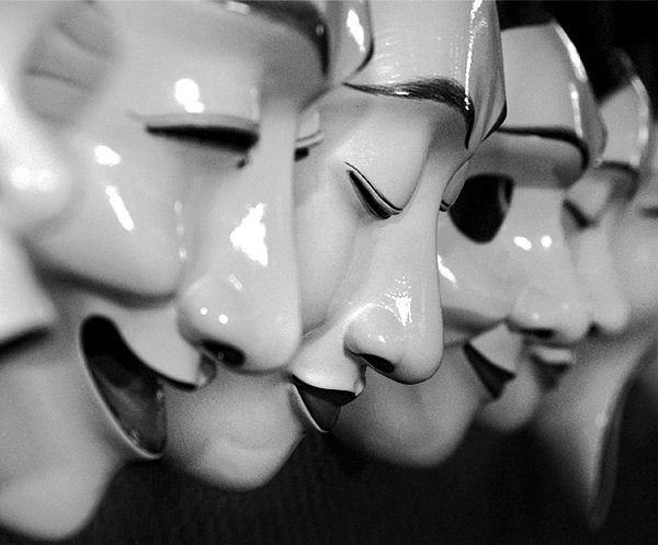 """""""Чтение"""" лица и голоса"""