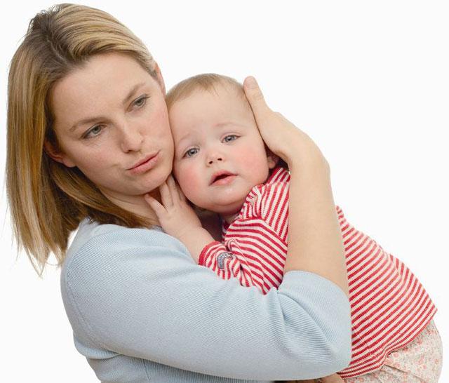 Насколько опасна гиперопека и каким образом привести в норму материнские чувства