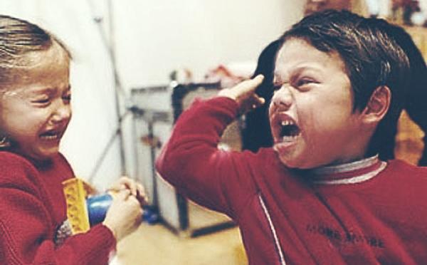 Маленькие дети пользуются физической агрессией гораздо чаще, чем члены подростковых преступных группировок