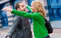 Женщины, которые имеют друзей-мужчин, получают гораздо больше внимания от своих мужей и партнёров